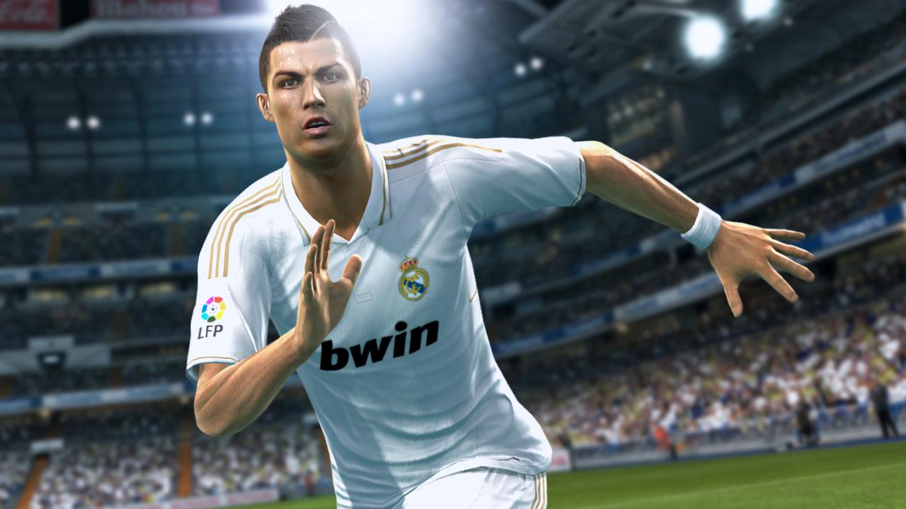 《实况足球2013》游戏精彩瞬间画面