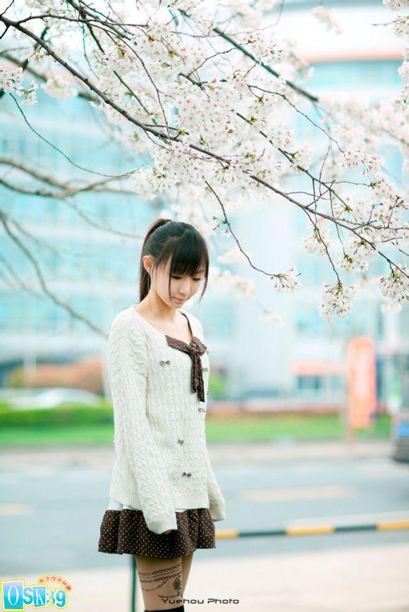如春天里开放的梨花 小狐唯美cos《学院少女》图片