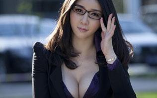 时尚爆乳办公室女秘书 黑丝长腿秀出性感
