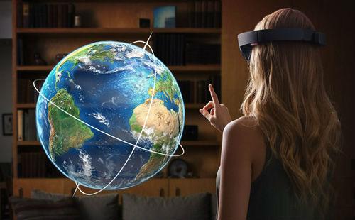 索尼总监吉田修平用虚拟现实设备-Hololens体验微软《光晕5》 称超棒超酷