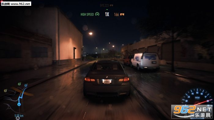 新入手的宝马,不过暗色的车辆在夜晚看起来都是棕黑色的一团-极品高清图片