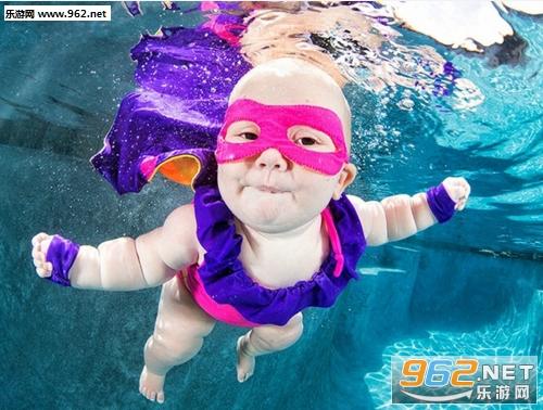 游戏库 其他 超萌可爱水底宝宝表情包  国外一组小宝宝在水底游泳照片