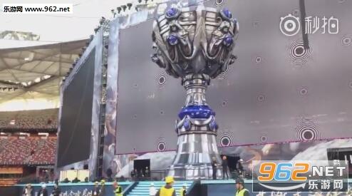 LOL2017全球总决赛巨型冠军奖杯曝光
