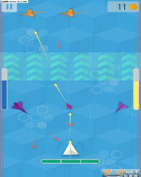 在游戏中,玩家需要控制一架纸飞机,和不同的敌方飞机和障碍物进行对战